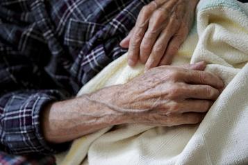 Sondage: la pandémie affecte les malades du cancer et leurs soins)