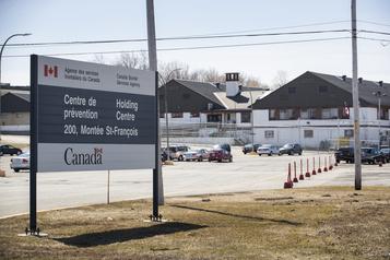 Les détenus du centre pour migrants de Laval veulent échapper à la contagion