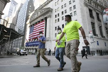 Wall Street s'inquiète du virus, mais se rassure avec les géants de la tech)