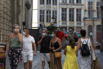 Le masque maintenant obligatoire dans les rues de Bruxelles)