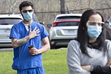 Préposée morte de la COVID-19 Des travailleurs de la santé rendent hommage à Victoria Salvan)