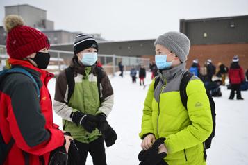 Les élèves du primaire en zone rouge devront porter le masque médical)
