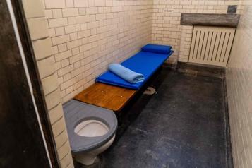 Le musée de la police de Londres ouvre ses cellules aux visiteurs)