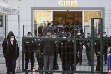 Turquie: 337 personnes condamnées à la prison à vie dans un procès du putsch manqué)