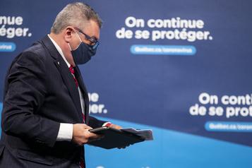 Horacio Arruda réfléchit à rendre le masque obligatoire partout au Québec)