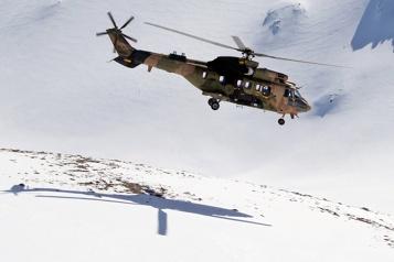 Un hélicoptère militaire turc s'écrase, onze morts dont un général)
