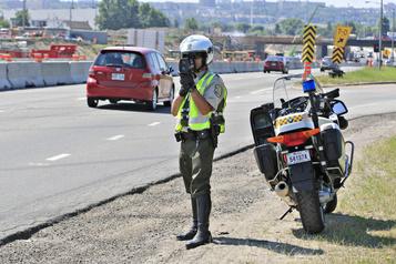 Moins de voitures, plus de vitesse sur les routes à travers le pays)