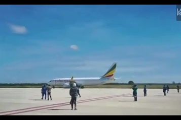 Zambie Un avion atterrit par erreur sur un aéroport en construction)