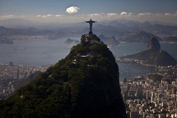 Coronavirus: Rio ferme ses écoles, stades et théâtres pendant une semaine)