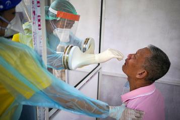 Le bilan de la pandémie dans le monde: plus de 1460000morts)