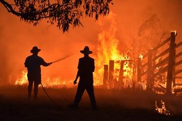 Australie: des habitants pris au piège, le feu se rapproche de Sydney