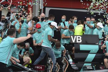 Grand Prix d'Émilie-Romagne Lewis Hamilton l'emporte, Mercedes champion des constructeurs)