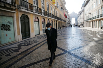 Les Portugais entament un deuxième confinement)