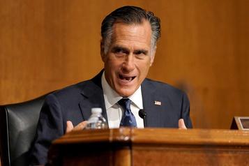 Mitt Romney attaque Trump et épargne Biden)
