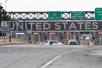La frontière entre le Canada et les États-Unis reste fermée)