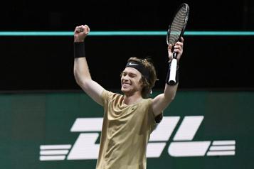 Andrey Rublev gagne le tournoi de Rotterdam)