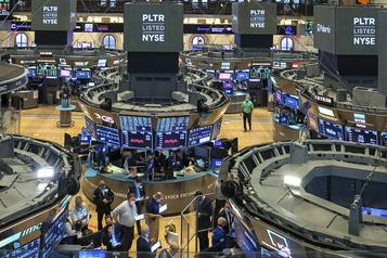 Wall Street ouvre en nette hausse, espérant des progrès sur le plan d'aide économique)