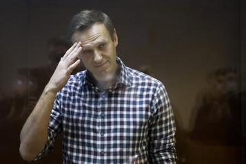Alexeï Navalny met un terme à sa grève de la faim)
