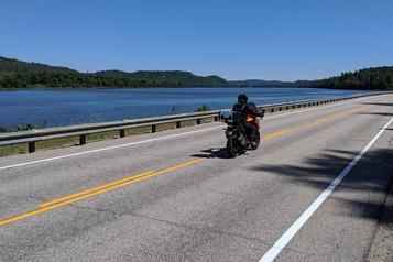 En moto autour dulac Témiscamingue