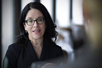 Actions d'entreprises transigeant avec Québec La ministre Sonia LeBel vient à la rescousse de son collègue Pierre Fitzgibbon)