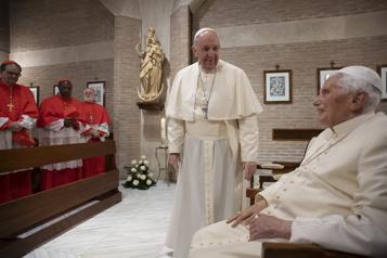 Benoît XVI juge «dangereux» le voyage du pape François en Irak)