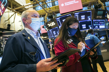 Wall Street de nouveau optimiste sur un vaccin)