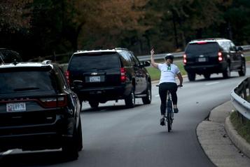 La cycliste du doigt d'honneur à Trump met le pied en politique