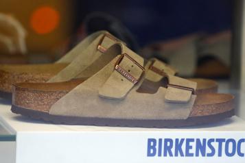 Ces sandales ringardes qui séduisent Hollywood)