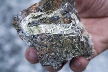 Des scientifiques appellent Québec à se dissocier de l'amiante
