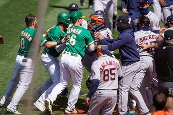 Mêlée générale à Oakland : le Baseball sévit contre Cintron et Laureano)