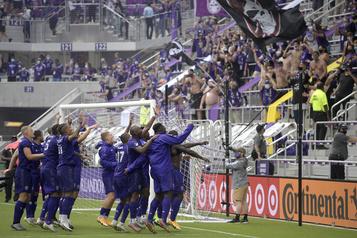 Séries de la MLS Orlando l'emporte au terme d'une folle séance de tirs au but)