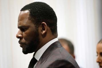 R. Kelly dépeint en «prédateur» sexuel à l'ouverture de son procès)