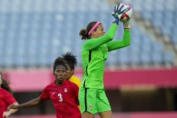 Soccer féminin Le Canada se qualifie pour les demi-finales)