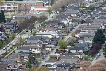 Les ventes de maisons ont grimpé de 45,6?% au pays en septembre)