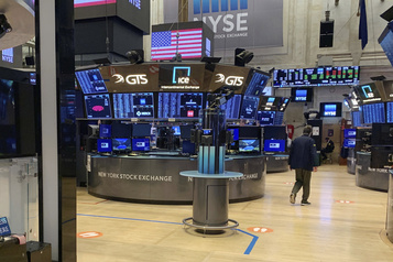 Wall Street dispersé après des mesures de Trump à l'encontre de la Chine)