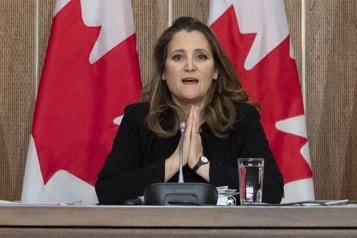Mesures de confinement  Le déficit fédéral pourrait être plus élevé, reconnaît la ministre Freeland)