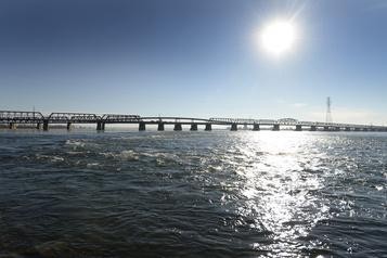 Fermeture de la passerelle cyclable du pont Victoria vers Saint-Lambert )