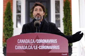 La majorité des Canadiens vaccinés d'ici septembre, vise Trudeau)