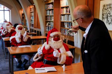 Le père Noël s'adapte à la pandémie)