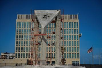 À Cuba, un gigantesque drapeau en béton défie l'ambassade américaine)