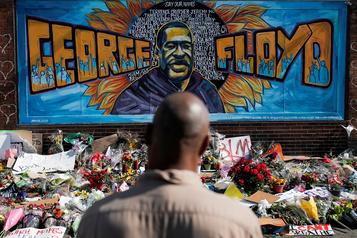 George Floyd est mort «par homicide», selon le médecin légiste officiel)