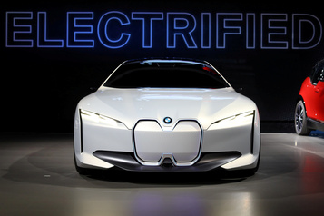 BMW accélère son électrification et commande plus de batteries