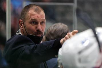 Blue Jackets de Columbus Brad Larsen obtient sa première chance comme entraîneur)