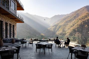 Un hôtel au pied del'Himalaya signé par des architectes québécois)