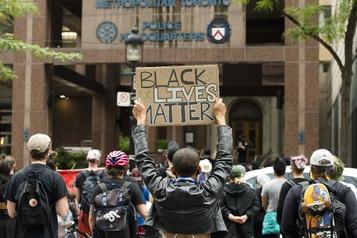 Racisme systémique documenté à la police de Toronto)
