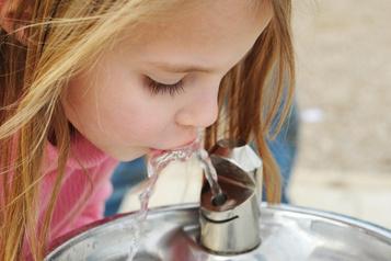 Plomb dans l'eau: une experte «sidérée» par l'avis envoyé aux commissions scolaires
