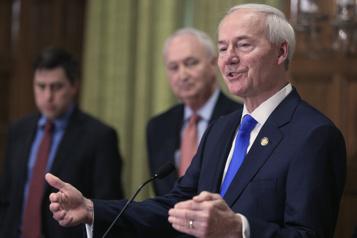 Les élus de l'Arkansas adoptent une loi antiavortement)