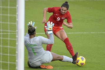 Deux Québécoises dans l'équipe olympique de soccer)