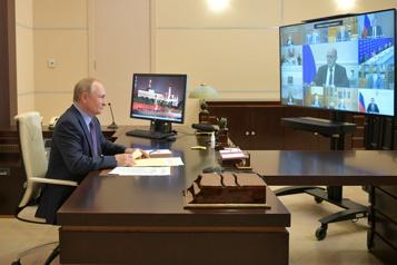 Les Russes votent à des législatives interdites aux opposants de Poutine)
