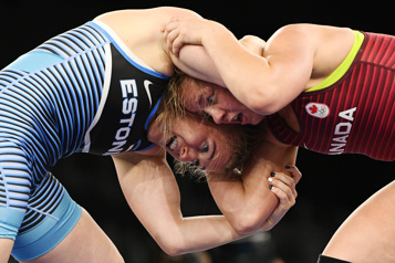 Lutte Championne en titre, la Canadienne Erica Wiebe perd son premier combat)